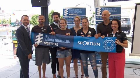 Le président du Triathlon international de Montréal, Patrice Brunet (à gauche), et les porte-paroles de l'événement