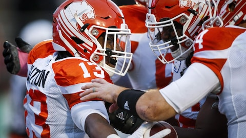 Tyrell Sutton (no 13) et Travis Lulay (no 14)