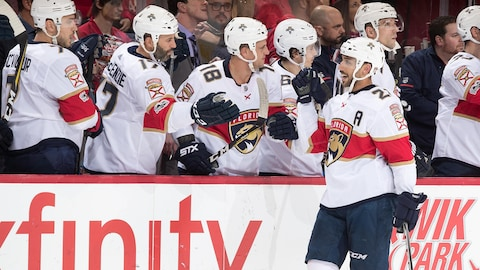 Vincent Trocheck célèbre son but.