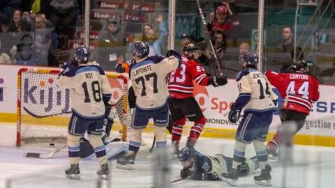 Les Voltigeurs de Drummondville remportent la série contre le Phoenix de Sherbrooke et passent en demi-finale.
