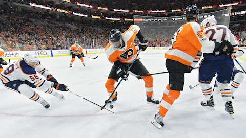 Wayne Simmonds en action contre les Oilers