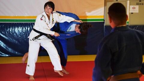 La Japonaise Yuko Fujii travaille avec des athlètes du Brésil
