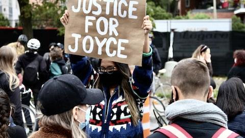 Manifestation contre le racisme systémique dans le Quartier des spectacles au centre ville de Montréal. Les organisateurs ont rendu hommage à Joyce Échaquan. Plus de 1000 manifestants étaient sur place.
