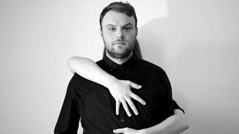 Anthony Roussel pour La gymnastique de l'amour, son deuxième album.