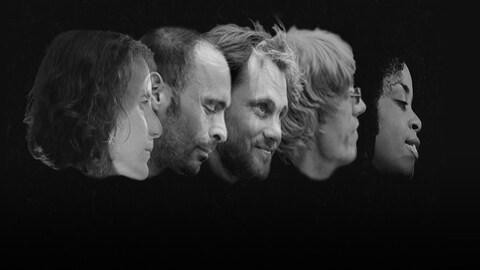 Le visage de profil des cinq membre de la formation Frank Feutré. Photo noir et blanc, tout est noir autour d'eux.