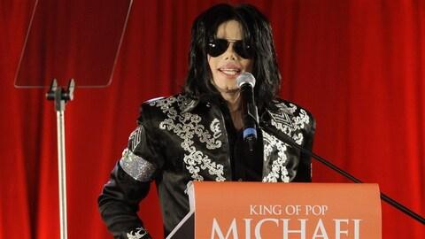 Michael Jackson en conférence de presse lors de l'annonce de sa tournée This is it en 2009.