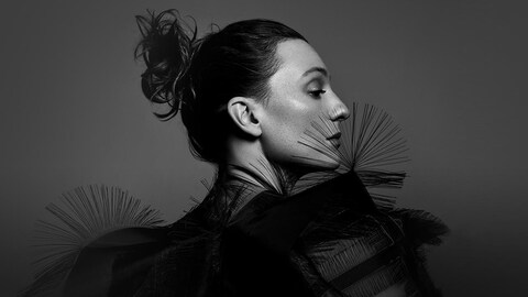 La chanteuse Raphaële Lannadère, alias L.