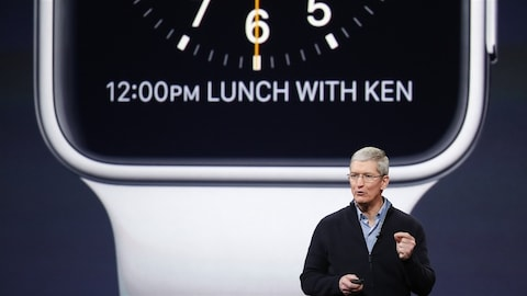 Le PDG d'Apple, Tim Cook, lors du lancement de la montre Apple Watch