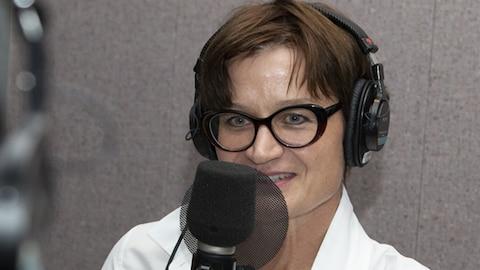 Angela Konrad répond au studio 30 de Radio-Canada, à Montréal, le 6 septembre 2018.