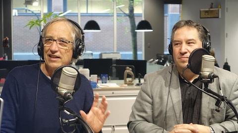 Jacques Falquet et Patrick Breton en studio à Radio-Canada Sudbury
