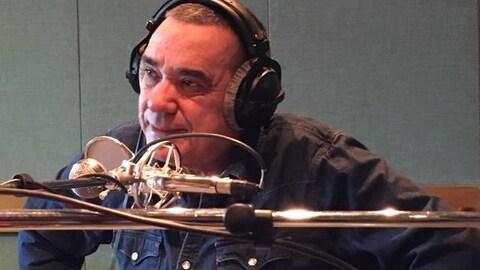 Florent Vollant, en studio à Radio-Canada Côte-Nord