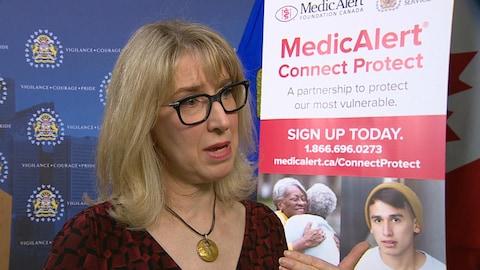 Françoise Faverjon-Fortin répond aux questions des journalistes.