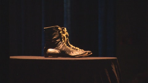 Les bottes du boxeur Yvon Durelle seront exposés à l'Université de Moncton.