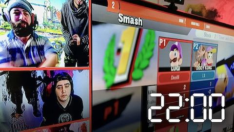 Des jeunes se regroupent pour jouer à des jeux vidéos ensemble.
