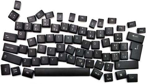 Clavier d'ordinateur noir avec des touches mal disposées, pour illustrer la dyslexie.