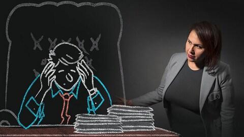 Salima Hamouche avec un dessin de cadre en détresse.