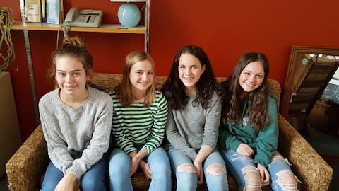 De gauche à droite : Marilou Arsenault, Jasmine Dresdell, Marianne Desrosiers et Léa Porlier