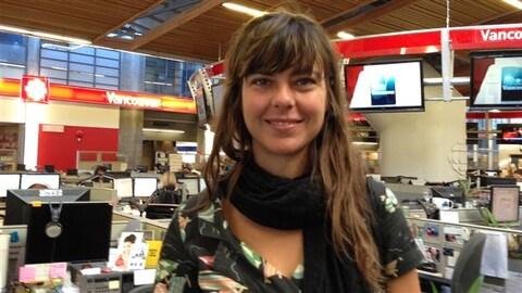 Sophie Deraspe dans les studios de Radio-Canada Vancouver