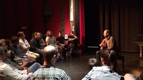 L'auteur-compositeur-interprète Michel Rivard offre un atelier aux finalistes du Gala de la chanson de Caraquet