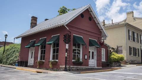 Façade du restaurant The Red Hen à Lexington, en Virginie.
