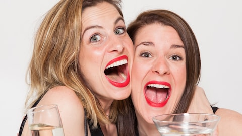 Le duo humoristique Les Grandes Crues, formé d'Eve Côté et Marie-Lyne Joncas.