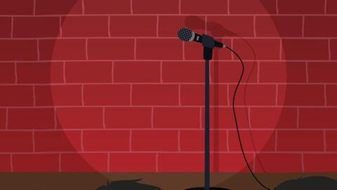 Une salle de quelques personnes est dans l'attente qu'un humoriste monte sur scène pour un micro ouvert.
