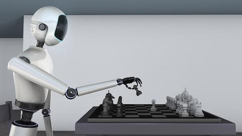 Un robot joue aux échecs.