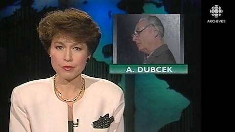 L'animatrice du Téléjournal Céline Galipeau présente la situation en Tchécoslovaquie. En haut de l'image on voit Alexander Dubček, considéré comme le père du Printemps de Prague de 1968.