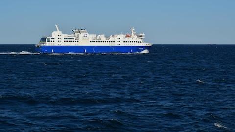 Le bateau F.A. Gauthier au large de Matane