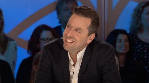 Patrice Robitaille sur le plateau des Enfants de la télé.