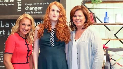 Les trois femmes prennent la pose sur le plateau de l'émission.