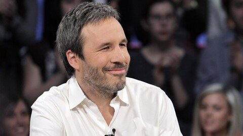 En entrevue, Denis Villeneuve sourit.