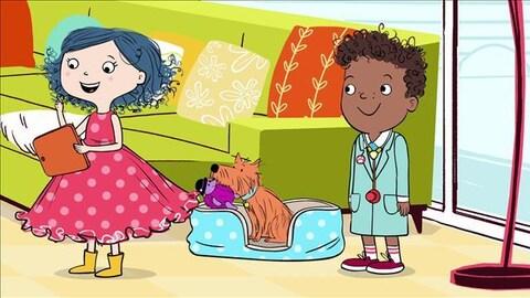 Dot tient dans la main sa tablette et sourit. Derrière elle, Scratch son ami le chien est assis sur son coussin. Hal, lui, porte une blouse blanche de vétérinaire.