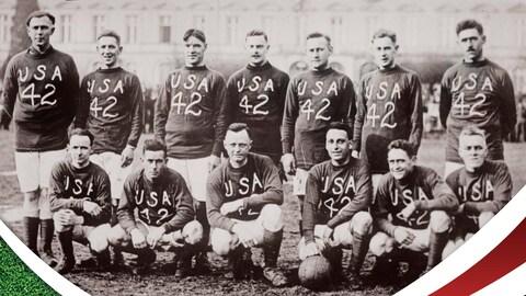 Une équipe de soccer des États-Unis pose à la caméra.