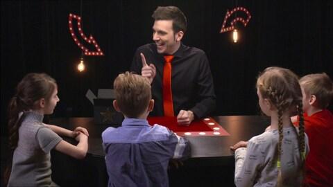 Le magicien et les apprentis rigolent