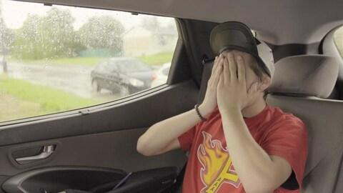 Il s'ennuie en voiture