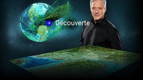 Charles Tisseyre pose devant une illustration d'une vue aérienne de la terre.
