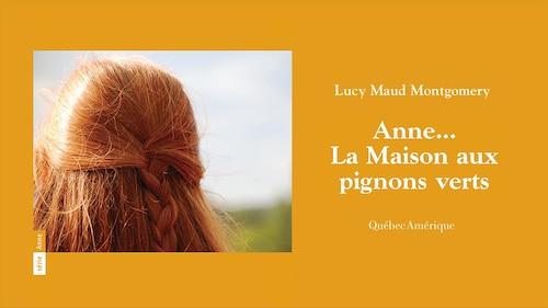 Couverture du livre  Anne... La maison aux pignons verts , de Lucy Maud Montgomery, réédition 2001. On y voit la chevelure rousse tressée d'Anne, photographiée de dos.