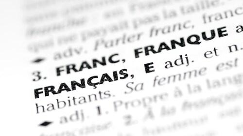 Dans la politique de l'emprunt linguistique qu'elle a adoptée le 14 septembre dernier, l'OQLF ne condamne plus systématiquement l'usage des anglicismes.
