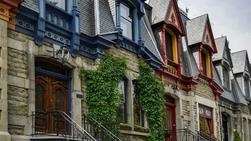 Toitures colorées de maisons du Plateau-Mont-Royal.