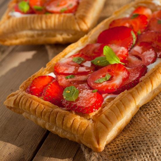 2 tartelettes rectangulaires avec des fraises.
