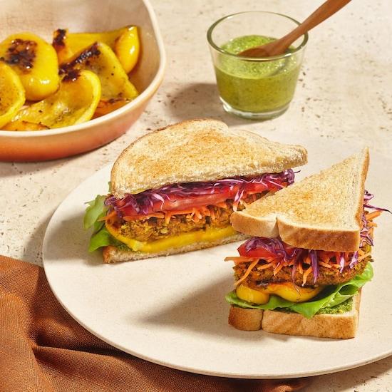 Un sandwich très coloré.
