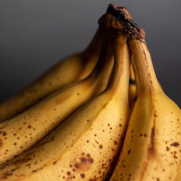 Grappe de bananes mûres.