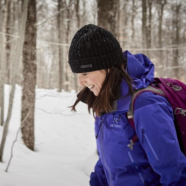Geneviève O'Gleman qui marche en forêt.