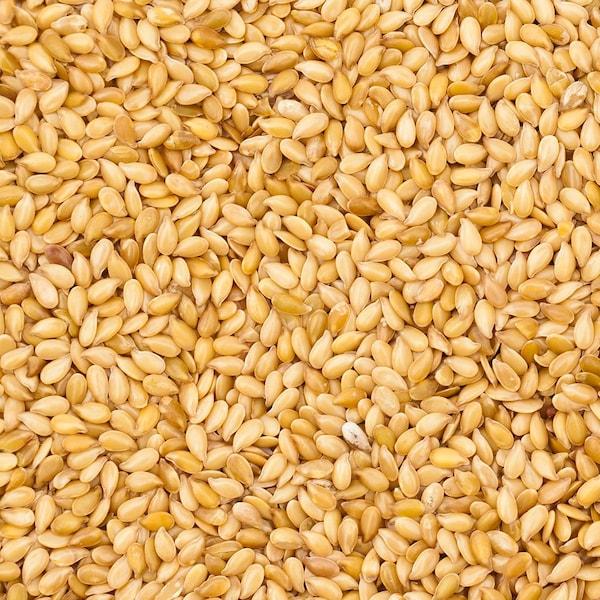Plusieurs graines de sésame.