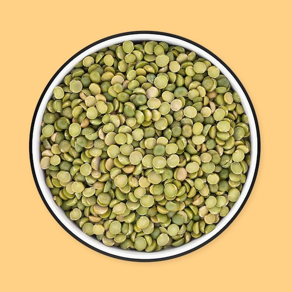 Un bol de lentilles du Puy sèches.