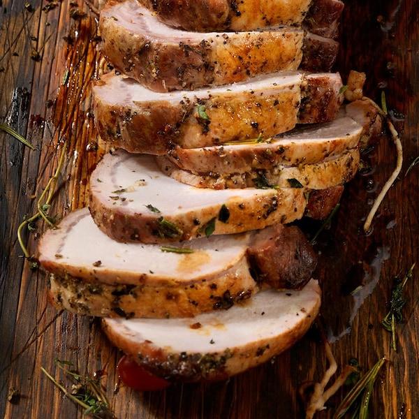 Porc (rôti de longe) coupé en tranches.