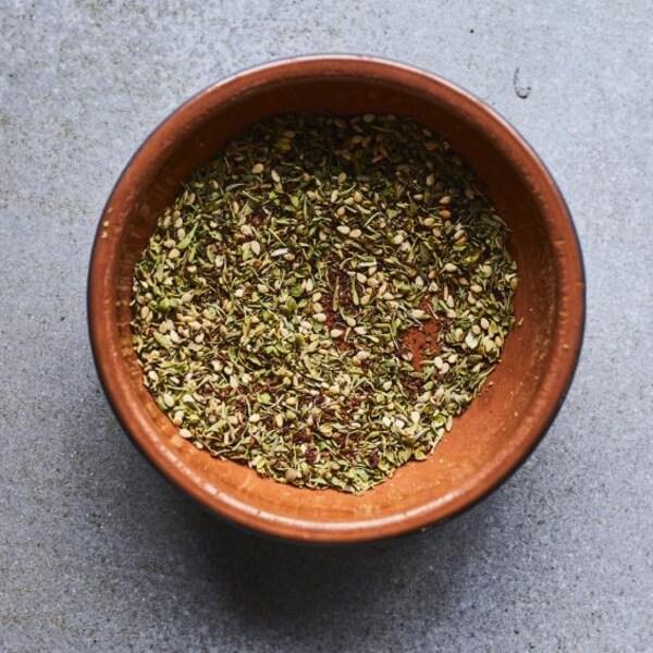 Un bol avec du zaatar.