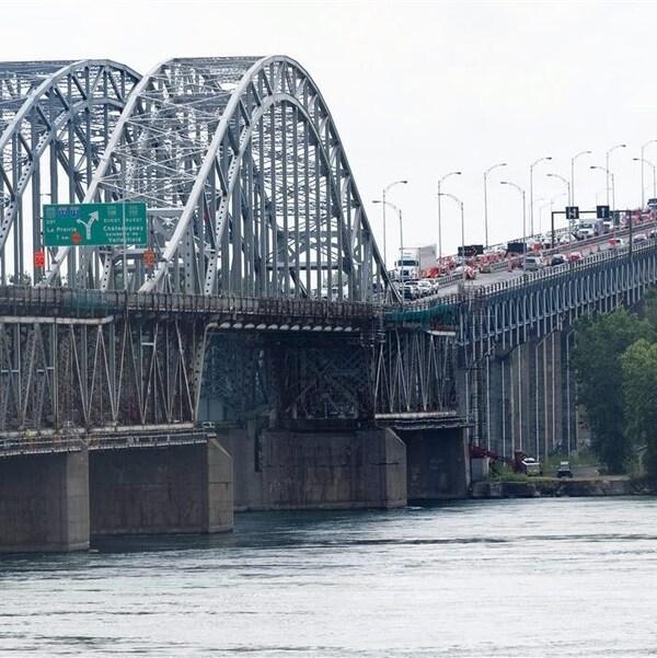 Le pont Honoré-Mercier.