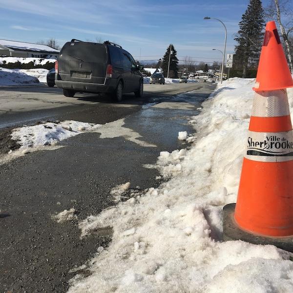Un homme de 62 ans de Sherbrooke a été happé mortellement dimanche soir.